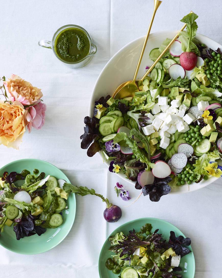 Весенний салат с зеленым горошком